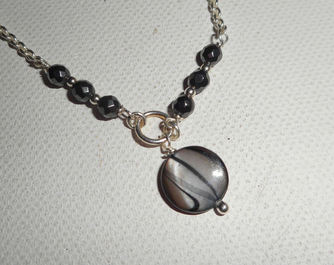 Bracelet/chaine de cheville originale en argent 925 avec nacre grise et pierres en hématites