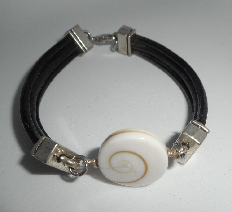 Bracelet cuir noir multi-rangs avec oeil de ste Lucie