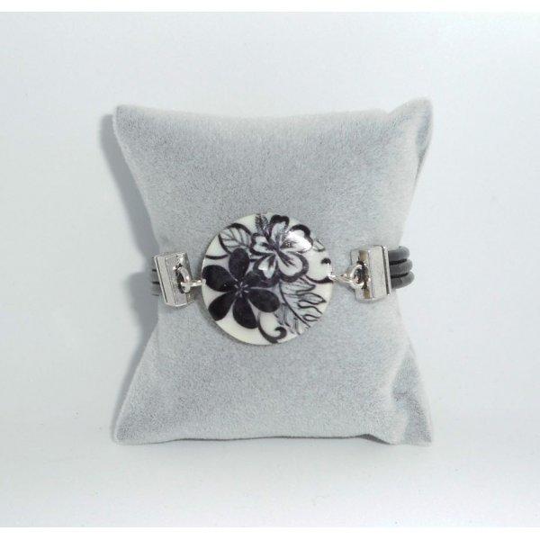 Bracelet cuir noir multi-rangs avec palet de nacre décoré floral