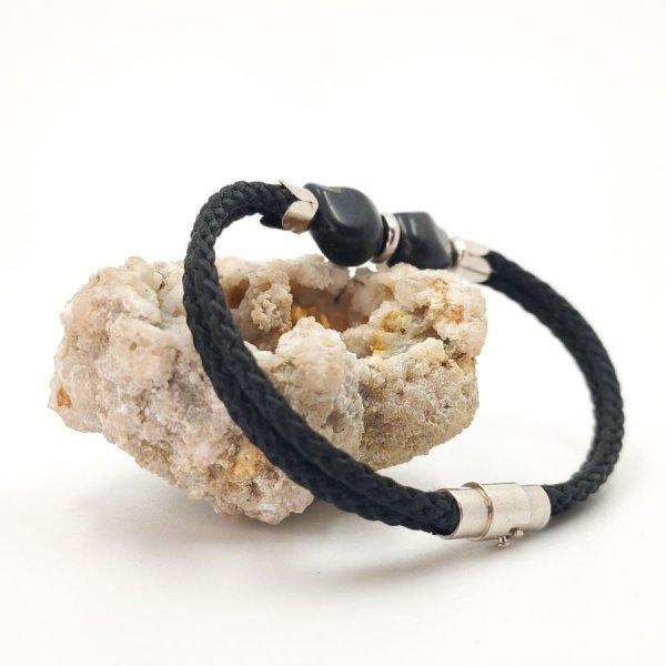 Bracelet double tête de mort en pierres noires sur  double corde