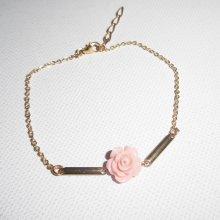 Bracelet  fleur en corail sur chaine plaqué or