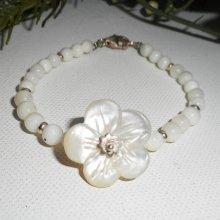 Bracelet fleur et perles de nacre sur argent 925