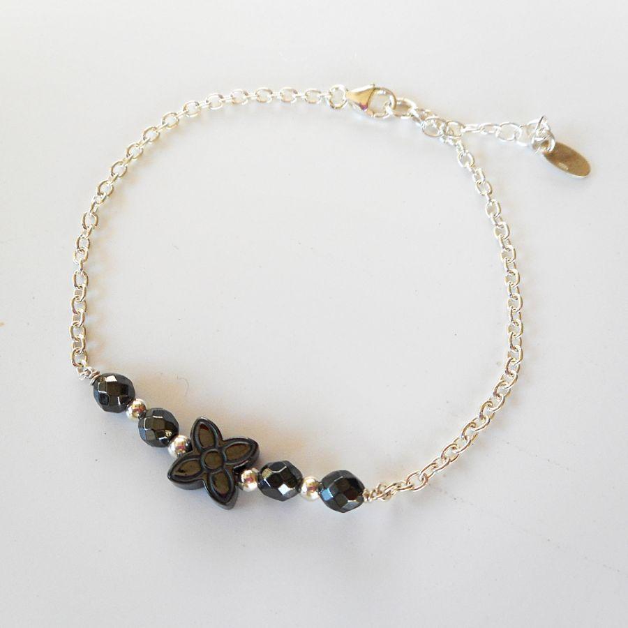 Bracelet fleur en pierre d'hématite sur chaine argent 925