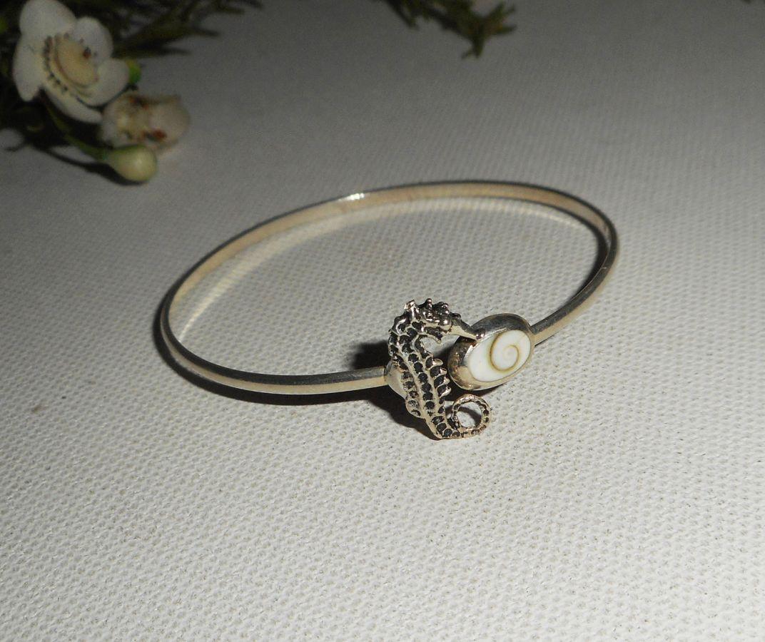 Bracelet hippocampe en cristal et cabochon en   oeil de Ste Lucie en argent 925