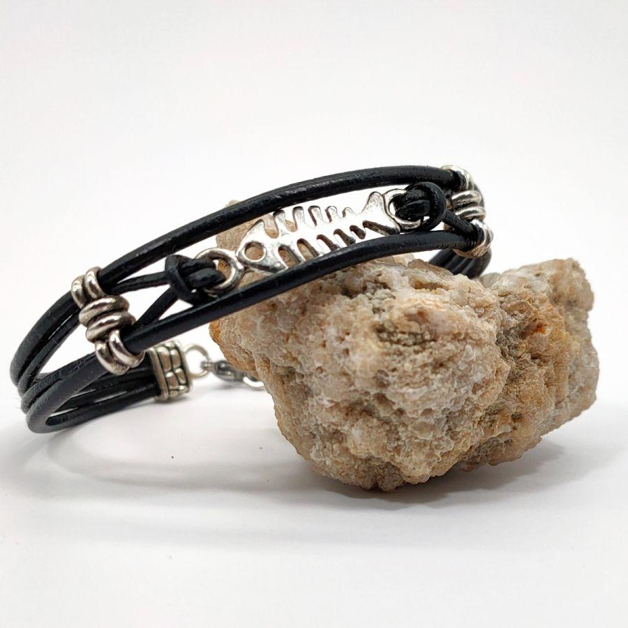 Bracelet homme cuir noir multi-rangs avec arête de poisson en métal argent