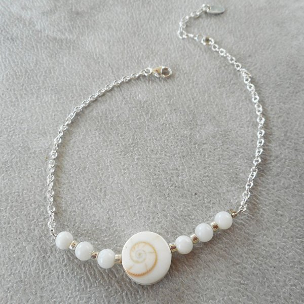 Bracelet en oeil de ste Lucie et perles en nacre sur chaine argent 925