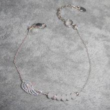 Bracelet original aile et petites perles en cristal blanc sur chaine fine en argent 925