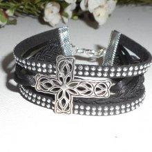 Bracelet original multi-rangs noir avec croix