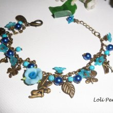Bracelet pampilles avec pierres bleues et fleurs sur chaine bronze