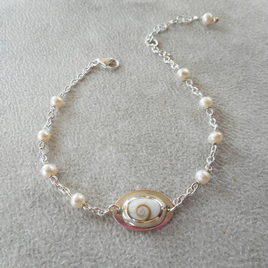 Bracelet perle de culture et médaille oeil de ste Lucie sur chaine en argent 925