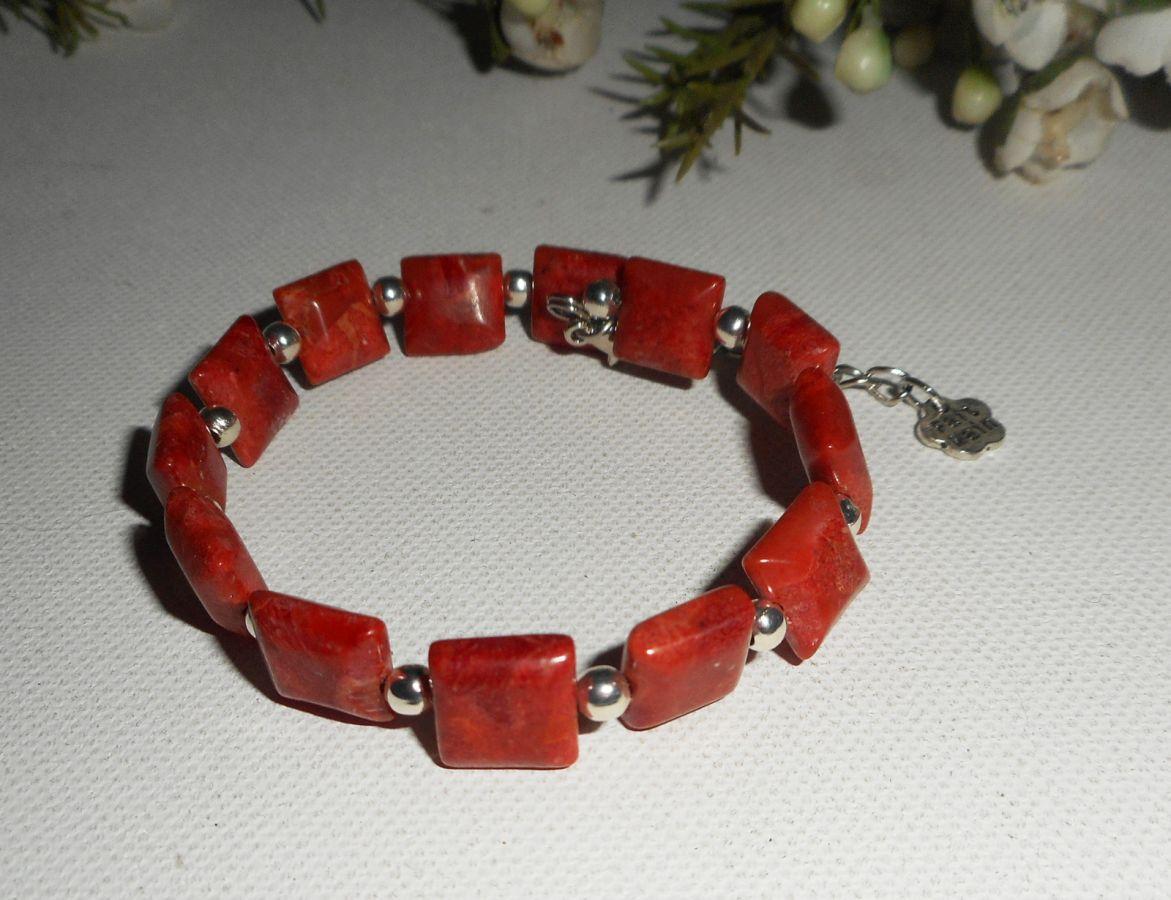Bracelet en perles carrées en gorgone rouge