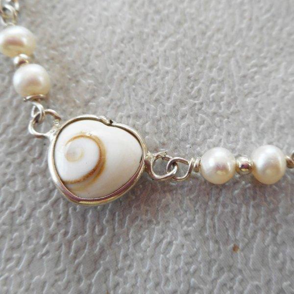 Bracelet en perles de culture avec coeur en oeil de Ste Lucie en argent 925