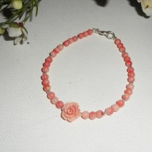 Bracelet perles et rose en corail sur fermoir argent