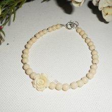 Bracelet perles et rose en gorgone écrue sur fermoir argent