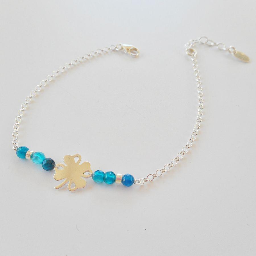 Bracelet petites pierres en agates bleues avec trèfle sur chaine argent 925