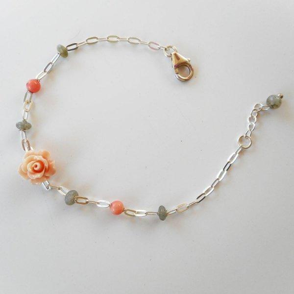 Bracelet en pierre de labradorite et corail avec rose sur chaine argent 925