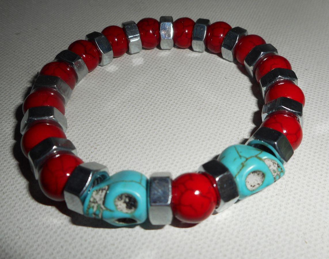 Bracelet en pierres de turquenite rouge et bleu avec tête de mort pour homme