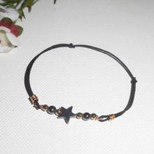 Bracelet étoile et pierres en hématite et perles or sur cordon élastique noir