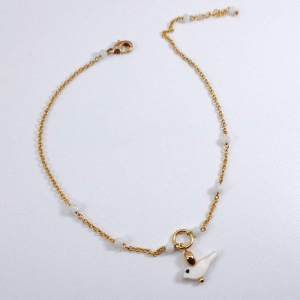 Chevillère perles denacre avec oiseau sur chaine acier inox doré