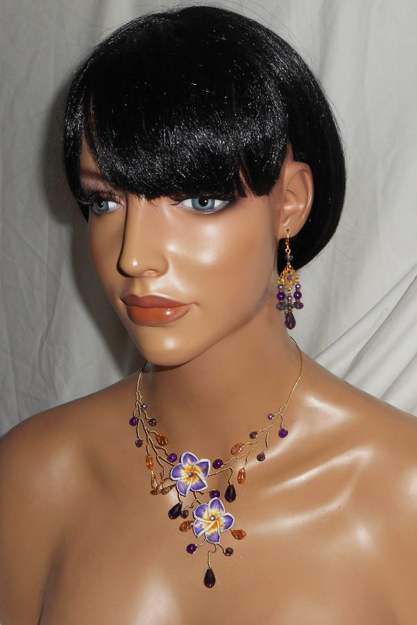 Collier aérien avec fleurs d'hibiscus et perles en cristal violet