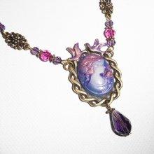 Collier camé violet  avec perles de cristal rose sur chaine bronze