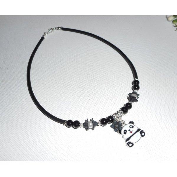 Collier enfant panda en émail avec perles de verre noir et fleurs blanches sur buna corde noir