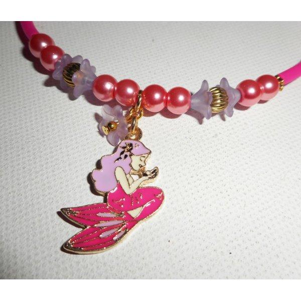 Collier enfant sirène en émail avec perles de verre rose et fleurs mauves sur buna corde rose