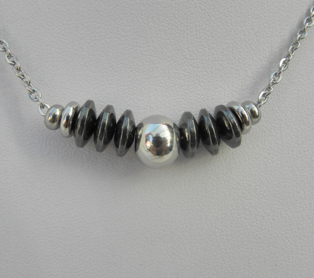 Collier homme avec pierres en hématite et perle en acier inoxydable