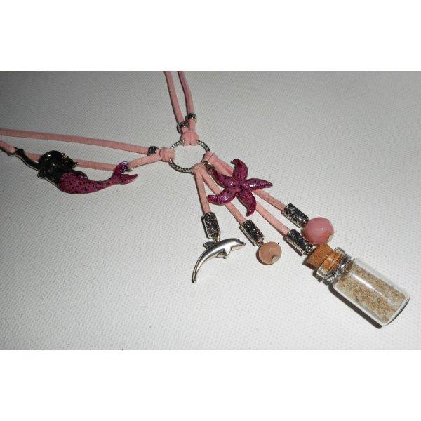 Collier lacet en daim rose sirène avec étoile de mer, bouteille et dauphin