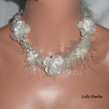 Collier de mariage en perles de cristal brodées et plume blanche