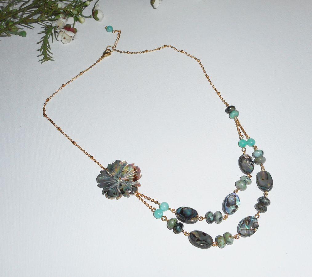 Collier pierres de jaspe verte avec  fleurs et palets d'abalone double rangs
