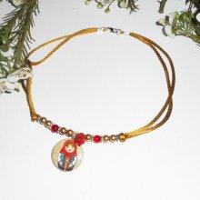 Collier poupée russe avec perles de verre rouge et marron nacré  sur cordon en soie