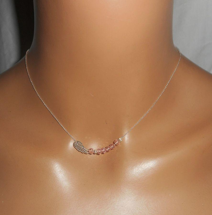 Collier ras de cou en argent 925 avec petite aile et perles en cristal rose