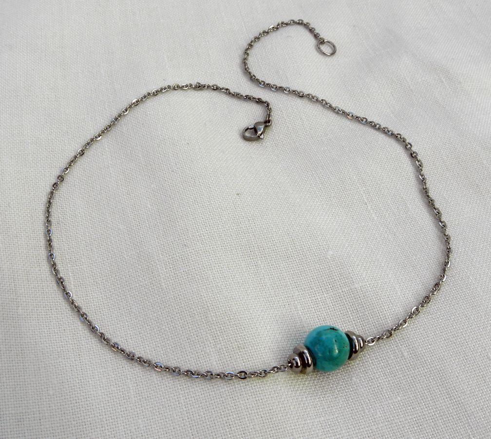 Collier solitaire avec pierre en amazonite bleu et perles en acier inoxydable