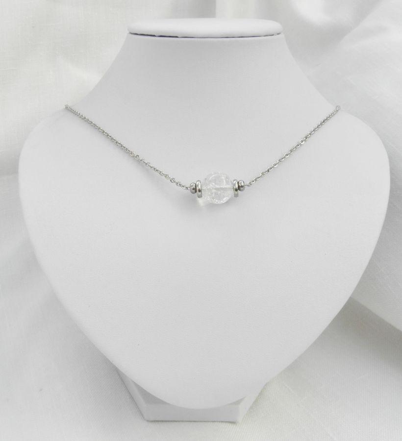 Collier solitaire avec pierre en cristal de roche ronde et perles en acier inoxydable