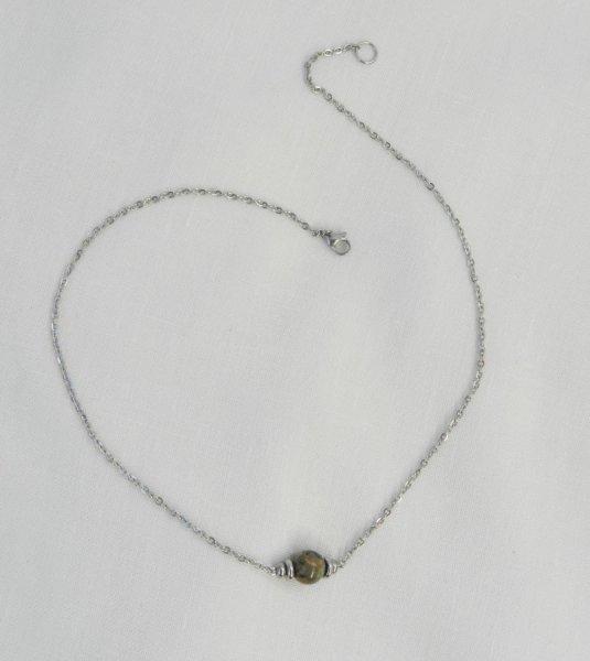 Collier solitaire avec pierre en jaspe ronde et perles en acier inoxydable