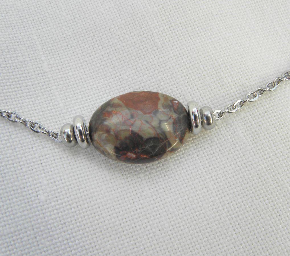 Collier solitaire avec pierre en jaspe ovale et perles en acier inoxydable