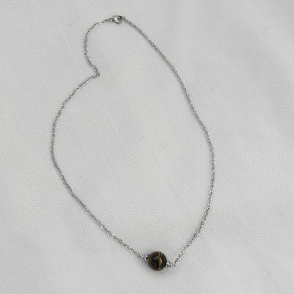 Collier solitaire avec pierre en oeil de tigre et perles en acier inoxydable