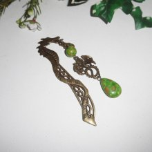 Marque page dragon en métal bronze avec pierres de rhianite verte