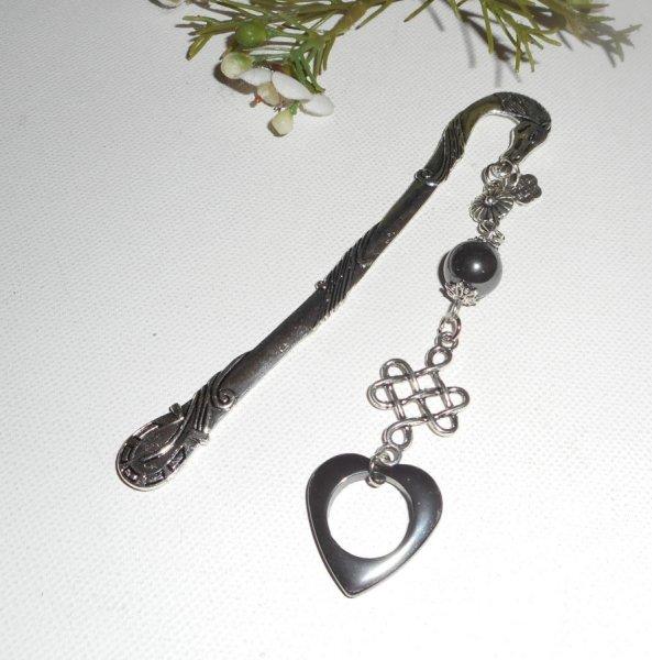 Marque page fer à cheval avec noeud  argent et pierres d'hématite coeur