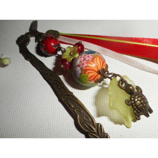 Marque page oiseau avec perles fleuries multicolore et tortue bronze