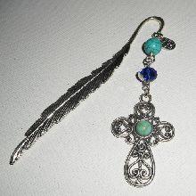 Marque page plume avec croix argent et pierre bleue