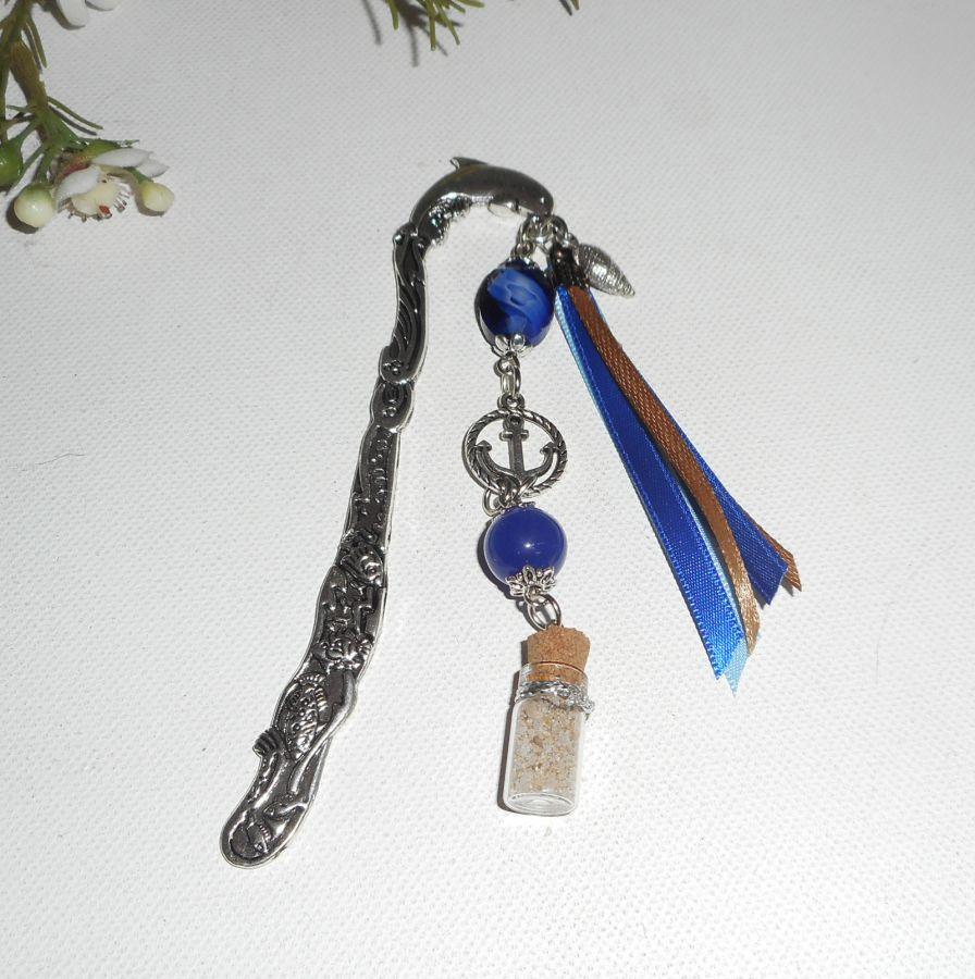 Marque pages dauphin en métal argent avec perles bleues encre et rubans