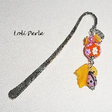 Marque pages  avec perle d'argile fleurie et coccinelle orange