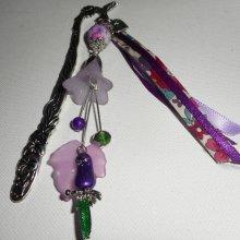 Marque pages perle fleurie avec perroquet en émail et perles violettes