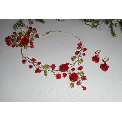 Parure aerienne avec roses rouges et perles de verre