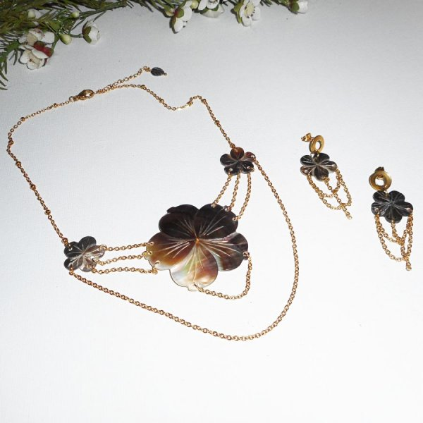 Parure Collier fleur de nacre et chainage or
