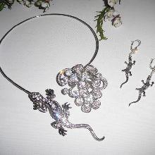 Parure Collier original en métal soudé avec tarente et fleurs en strass
