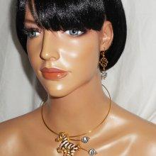 Parure Collier original avec zèbre en émail et perles assorties
