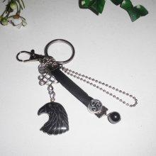 Porte clés pour homme avec tete d'aigle en pierre d'hématite cuir et chaine